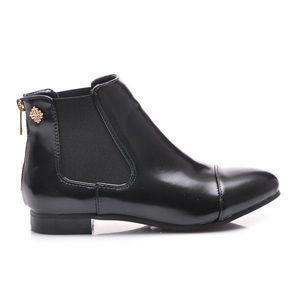 Perfektné čierne členkové topánky s elastickými vsadkami vyobraziť