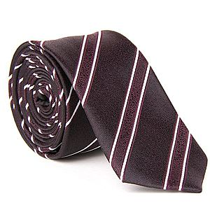 Tmavo bordová kravata so strieborným prúžkom. vyobraziť
