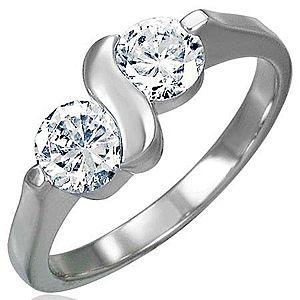 Zásnubný prsteň z chirurgickej ocele s dvojitým zirkónom s esíčkom D6.14 vyobraziť