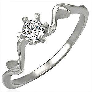 Snubný prsteň s krásne uchyteným zirkónom D4.11 vyobraziť