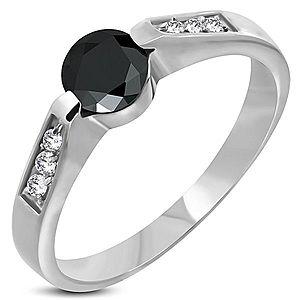 Oceľový zásnubný prsteň s čiernym očkom F8.14 vyobraziť