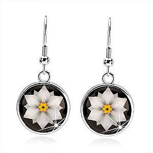 Kabošon náušnice, kruh s glazúrou, biely kvet na čiernom podklade SP66.22 vyobraziť