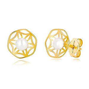 Zlaté 585 náušnice s vyrezávaným motívom kvetu a perlou v strede GG36.17 vyobraziť
