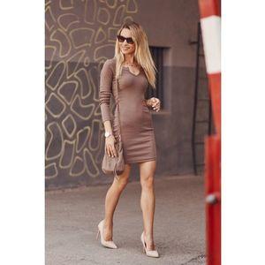 Dámske priliehavé šaty mini dĺžky, hnedé vyobraziť