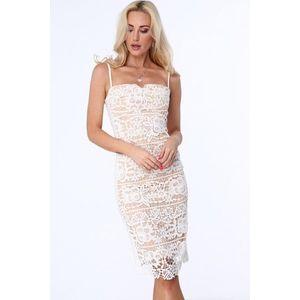 Béžové dámske čipkované šaty s tenkými ramienkami vyobraziť