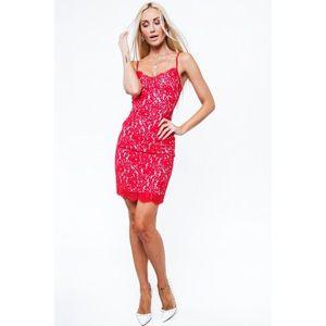 Červené čipkované dámske šaty s bielou podšívkou vyobraziť