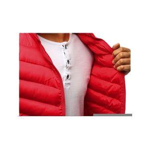 červená prešívaná vesta na zips vyobraziť