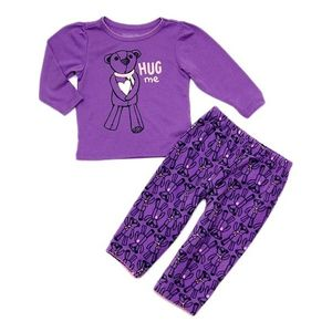 Dievčenské fialové pyžamo s medvedíkom vyobraziť