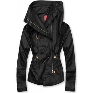 Čierna koženková bunda s vysokým golierom vyobraziť