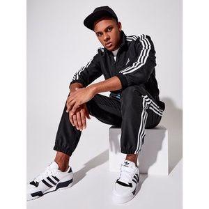 adidas Tepláková súprava Essential GK9950 Čierna Regular Fit vyobraziť