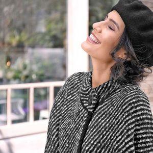 Pruhovaný sveter s plášťovým strihom čierna 38/40 vyobraziť
