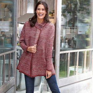 Pruhovaný sveter s plášťovým strihom mahagón 34/36 vyobraziť