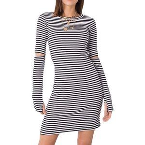 čierno-biele pruhované priliehavé šaty vyobraziť