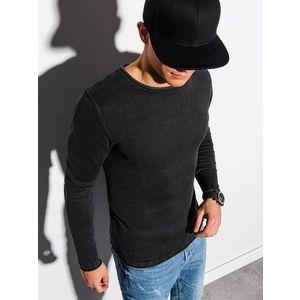 Jednoduchý čierny sveter. vyobraziť