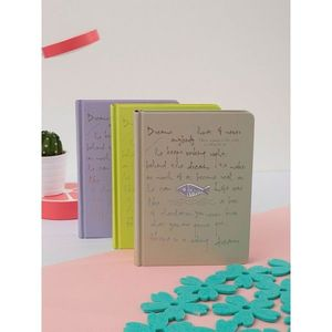 Beige hardcover notebook vyobraziť