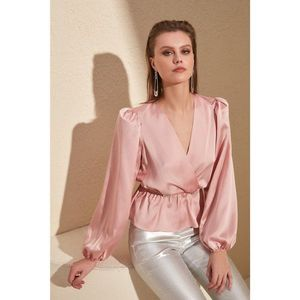 Trendyol Powder Accessory Detailed Blouse vyobraziť