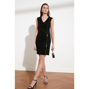 Trendyol Black Zip Detailed Dress vyobraziť
