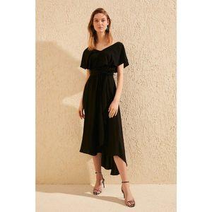 Dámske šaty Trendyol Asymmetric vyobraziť