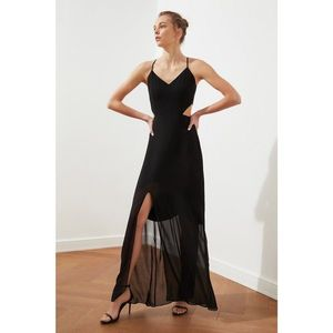 Trendyol Black Slit Detail Dress vyobraziť