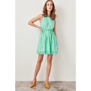 Trendyol dámske šaty bez rukávov vyobraziť