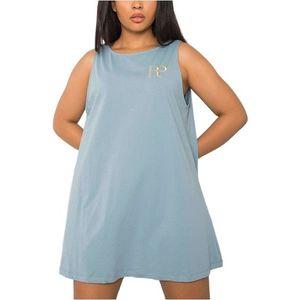 Svetlo modré voĺné šaty s výstrihom na chrbte vyobraziť