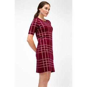 Červené kárované šaty vyobraziť
