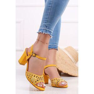 Žlté sandále na hrubom podpätku Anastasia vyobraziť